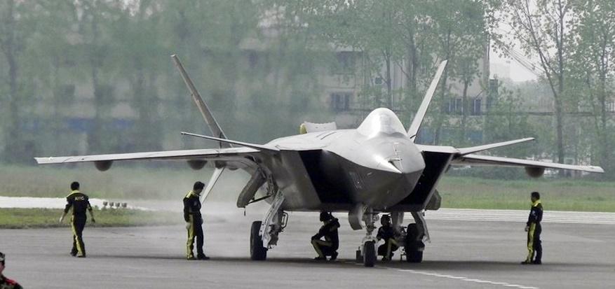 پیشرفته ترین جنگندۀ رادار گریز چین به پرواز درآمد