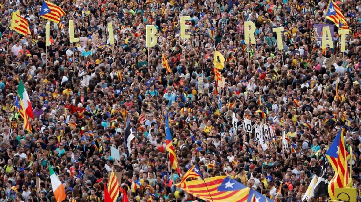 ادامه تظاهرات معترضان خشمگین بارسلون؛ بازداشت ده ها نفر و زخمی شدن 182 تن