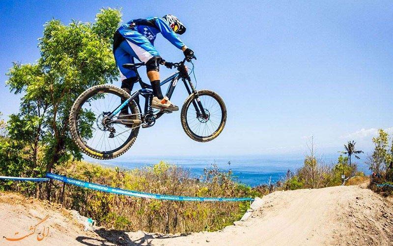 یک دوچرخه سواری هیجان انگیز در بالی اندونزی