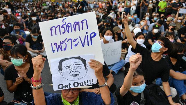 صدها معترض تایلندی با تاکید بر استعفای دولت به خیابان ها آمدند