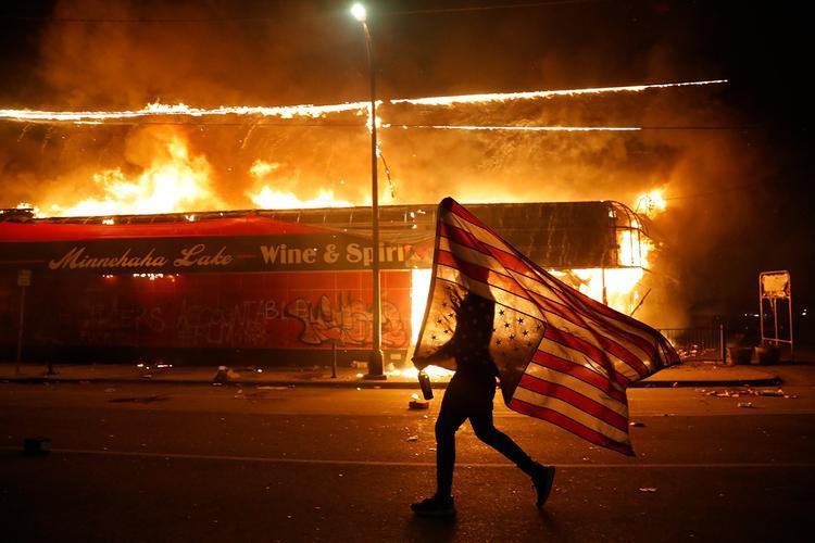 گسترش اعتراضات به مرگ یک سیاه پوست؛ کاخ سفید بسته شد