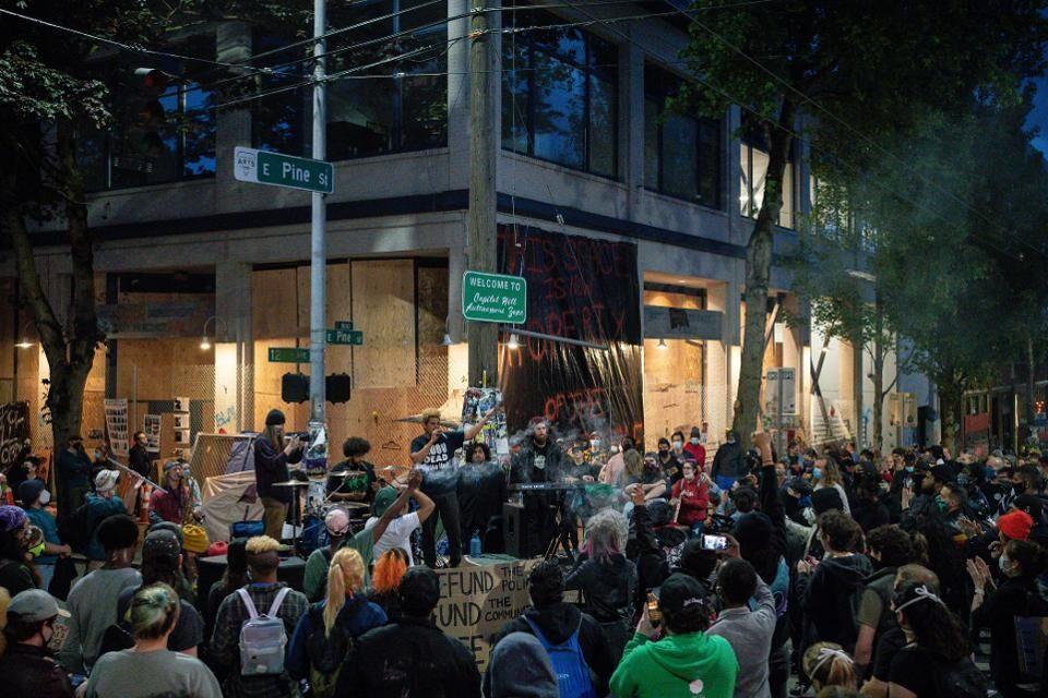 خبرنگاران معترضان آمریکایی در سیاتل منطقه خودمختار تشکیل دادند