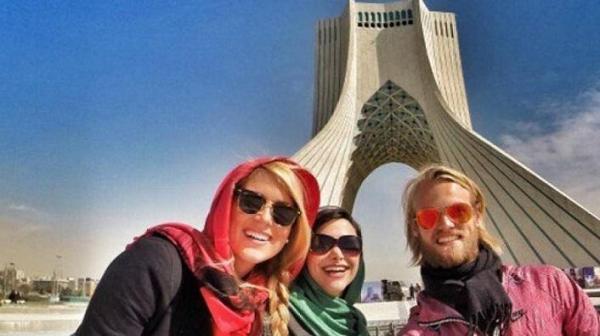 یلدای ایرانی با گردشگر های خارجی