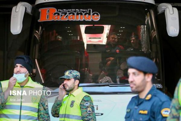 سلام کرونا به فوتبالیست ها در مقابل هتل!