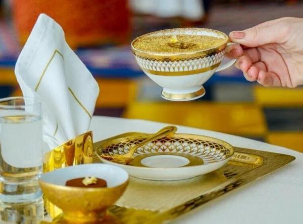 قهوه با طلای واقعی را در هتل لوکس برج العرب دبی امتحان کنید ، کاپوچینوی طلایی برای لاکچری بازها