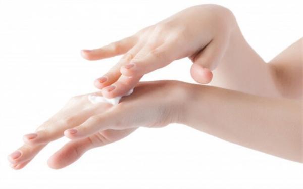 چرا مواد شیمیایی خانگی بر پوست برخی افراد تاثیر بیشتری دارند؟