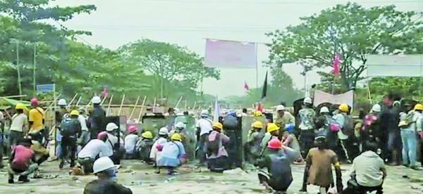 خونین ترین روز اعتراض ها به کودتای میانمار