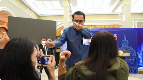 نخست وزیر تایلند نقره داغ شد